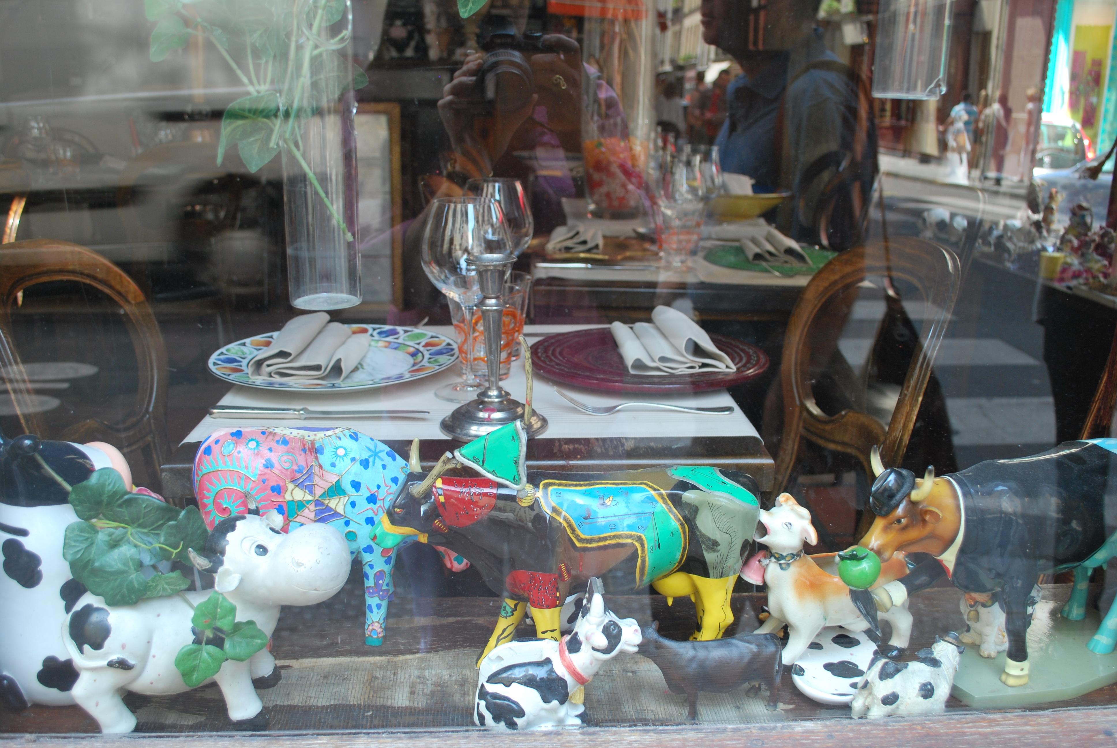 cow-sculpture-collection-paris-ile-st-louis