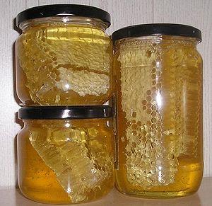 Med u saću